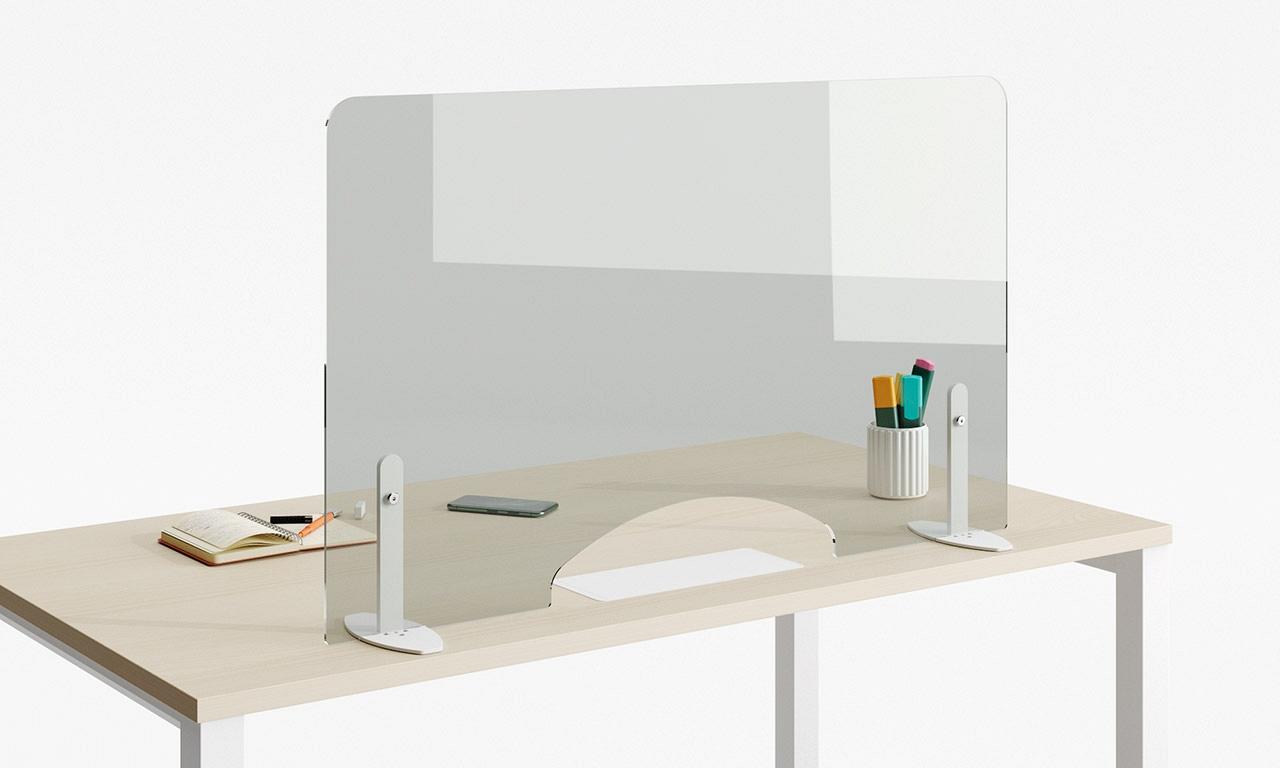 stol s ochrannym krycim panelom