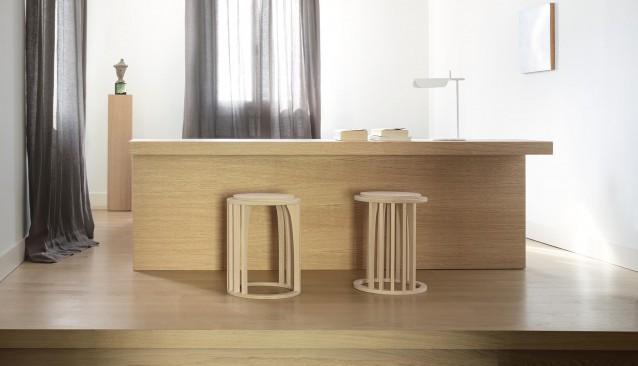 Dreveny stolik z dubu v obyvacke Anyway od True designu